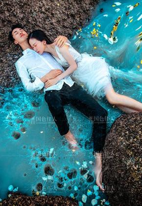 大气礁石海边婚纱照