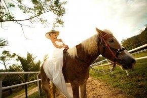 胸小的新娘在拍婚纱照时要如何加以妆容