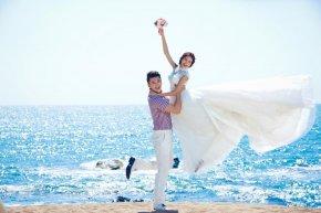 新娘的完美妆容能为婚礼上的自己增加迷人的光