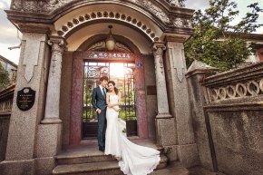 新娘的礼服应与伴娘礼服谐调一致