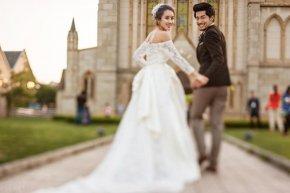 注重脸部表情更能轻松自如地拍好完美的婚纱作