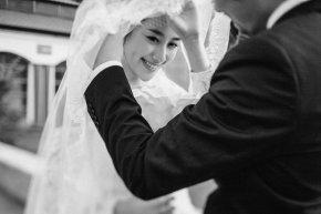 在厦门拍婚纱照有多种款式的婚纱会突出新娘优