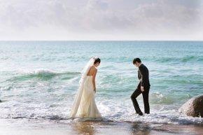 结婚选购婚纱礼服是迈向幸福的一扇大门